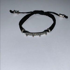 Diamond spiked bracelet with adjustable size